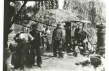 Mladba obilia - mlátačkár a majiteľ mlátačky Alexander Novák, 1950