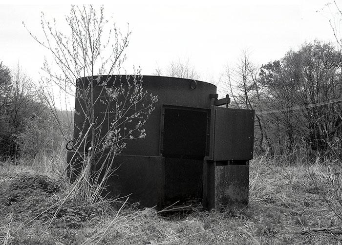 obr-2-pec-na-vyrobu-drevneho-uhlia-jagerka-1990